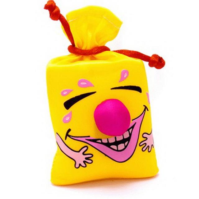 Раскраска, подарки и к ним смешные рисунки